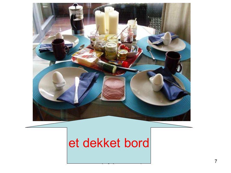 Dekketøy og kjøkkenredskaper7 et dekket bord
