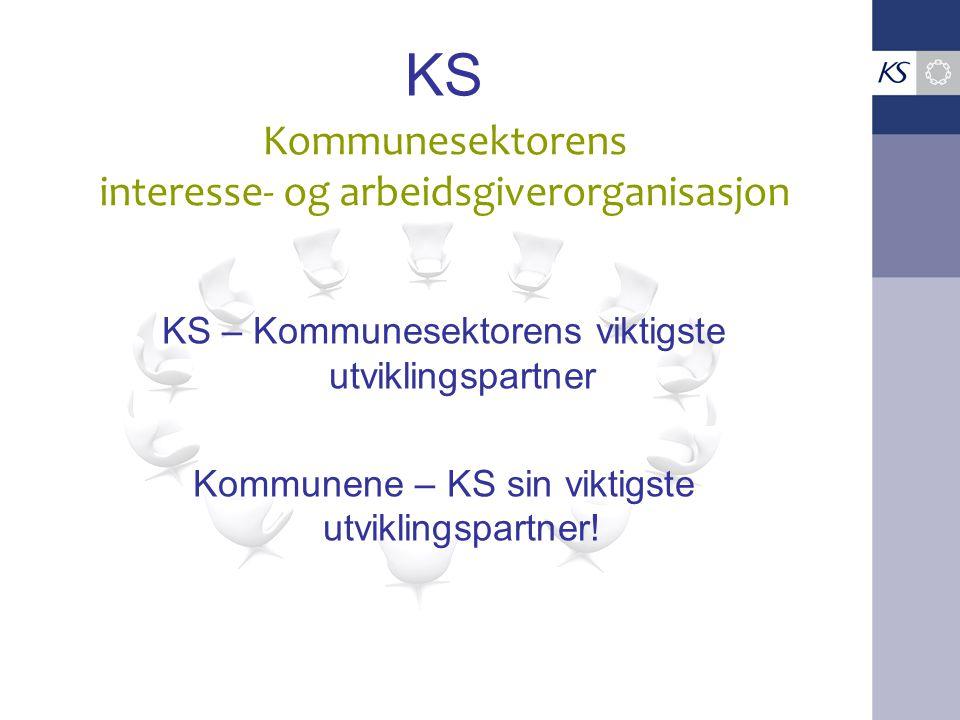 KS KS – Kommunesektorens viktigste utviklingspartner Kommunene – KS sin viktigste utviklingspartner! Kommunesektorens interesse- og arbeidsgiverorgani