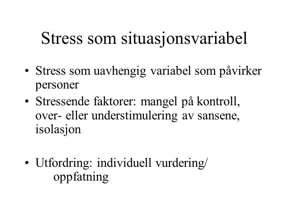 Stress som situasjonsvariabel Stress som uavhengig variabel som påvirker personer Stressende faktorer: mangel på kontroll, over- eller understimulering av sansene, isolasjon Utfordring: individuell vurdering/ oppfatning