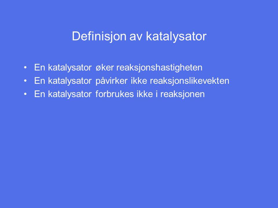Definisjon av katalysator En katalysator øker reaksjonshastigheten En katalysator påvirker ikke reaksjonslikevekten En katalysator forbrukes ikke i reaksjonen