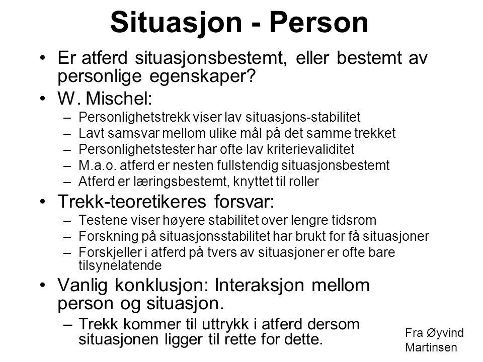 Situasjon - Person Er atferd situasjonsbestemt, eller bestemt av personlige egenskaper? W. Mischel: –Personlighetstrekk viser lav situasjons-stabilite