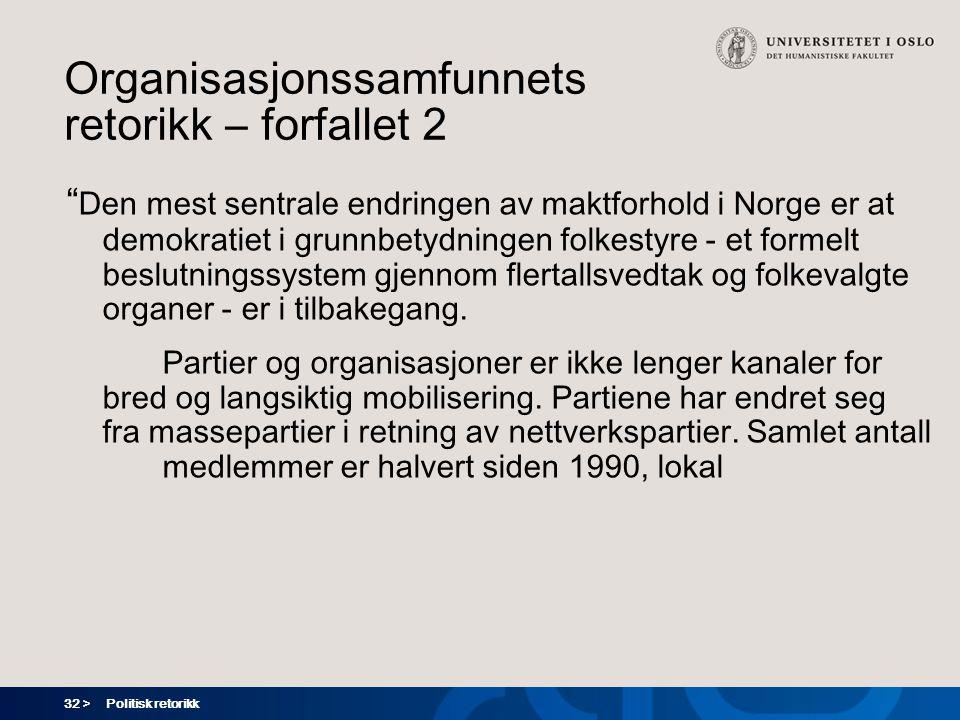 32 > Politisk retorikk Organisasjonssamfunnets retorikk – forfallet 2 Den mest sentrale endringen av maktforhold i Norge er at demokratiet i grunnbetydningen folkestyre - et formelt beslutningssystem gjennom flertallsvedtak og folkevalgte organer - er i tilbakegang.