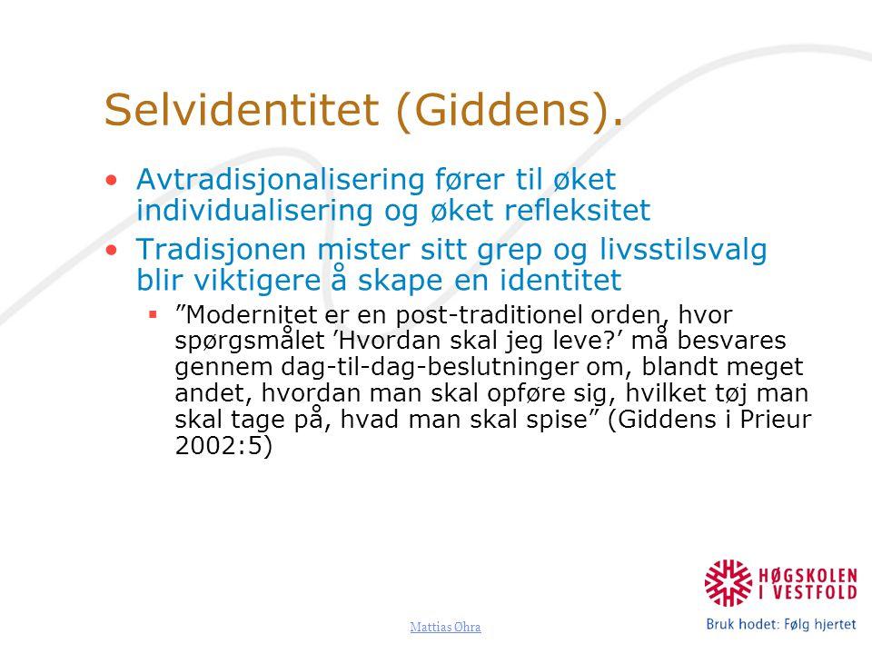 Mattias Øhra Prieur spør seg: 1.I hvor stor grad kan vi forhandle oss fram til en ønsket identitet 2.Hvor stort er spillerommet 3.Kan vi undervurdere de samfunnsmessige strukturene?