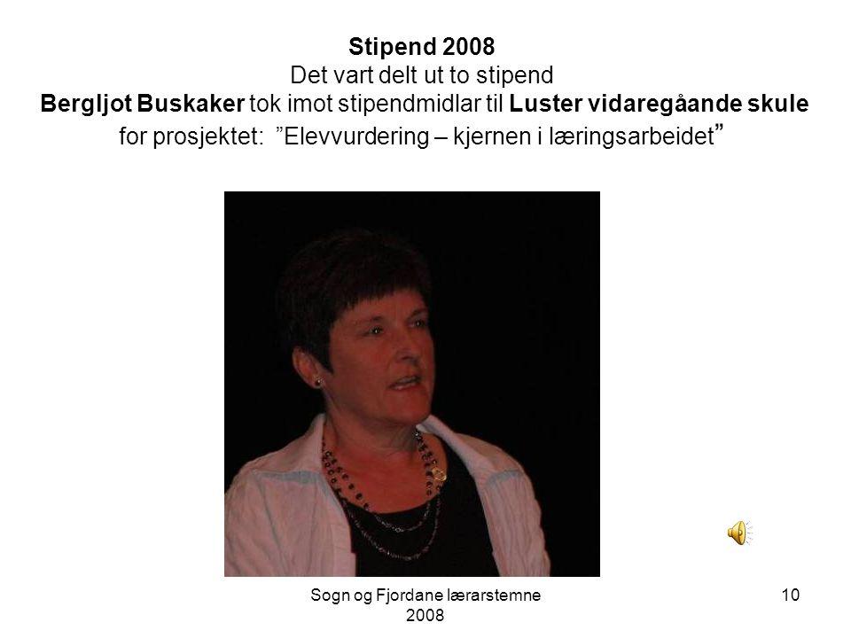 Sogn og Fjordane lærarstemne 2008 9 Studieleiar Kjell Bergfjord deler ut stipend