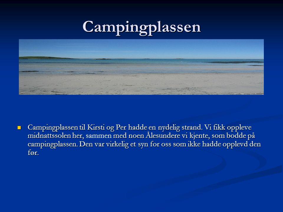 Campingplassen Campingplassen til Kirsti og Per hadde en nydelig strand. Vi fikk oppleve midnattssolen her, sammen med noen Ålesundere vi kjente, som