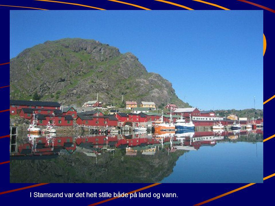 I Stamsund var det helt stille både på land og vann.