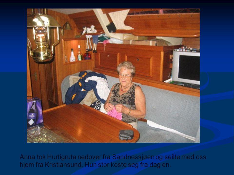 Anna tok Hurtigruta nedover fra Sandnessjøen og seilte med oss hjem fra Kristiansund. Hun stor koste seg fra dag en.