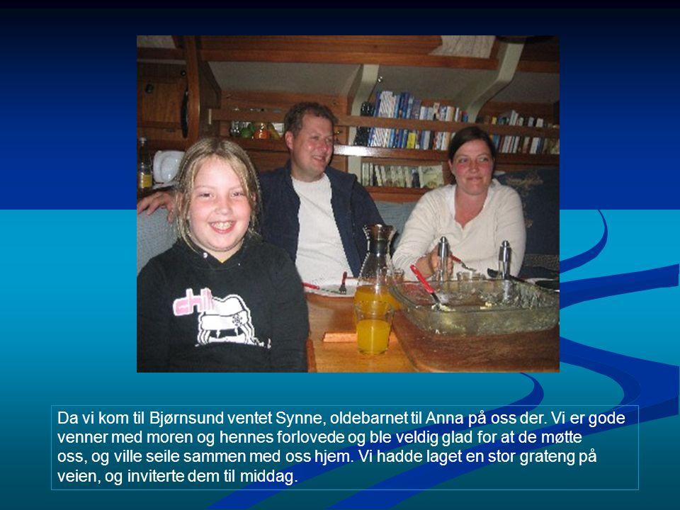 Da vi kom til Bjørnsund ventet Synne, oldebarnet til Anna på oss der. Vi er gode venner med moren og hennes forlovede og ble veldig glad for at de møt