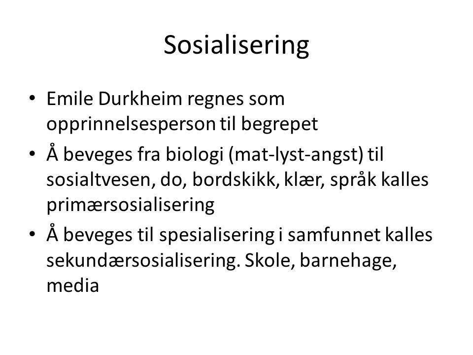 Sosialisering Emile Durkheim regnes som opprinnelsesperson til begrepet Å beveges fra biologi (mat-lyst-angst) til sosialtvesen, do, bordskikk, klær, språk kalles primærsosialisering Å beveges til spesialisering i samfunnet kalles sekundærsosialisering.