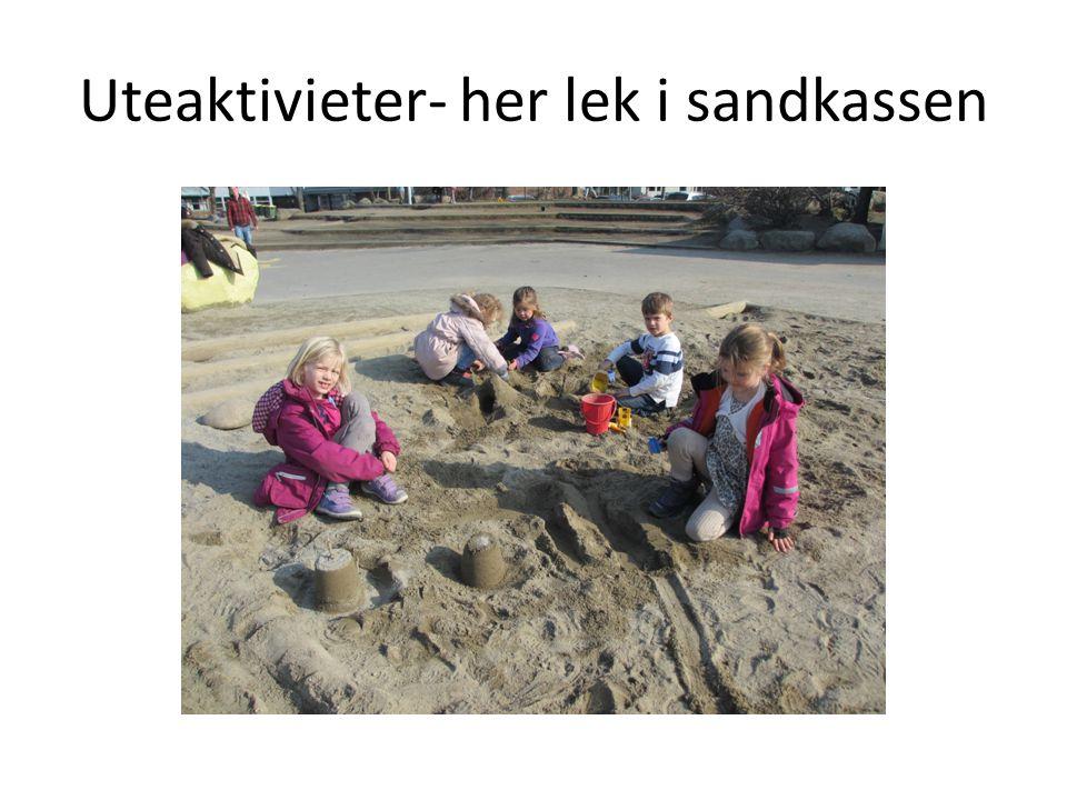 Uteaktivieter- her lek i sandkassen