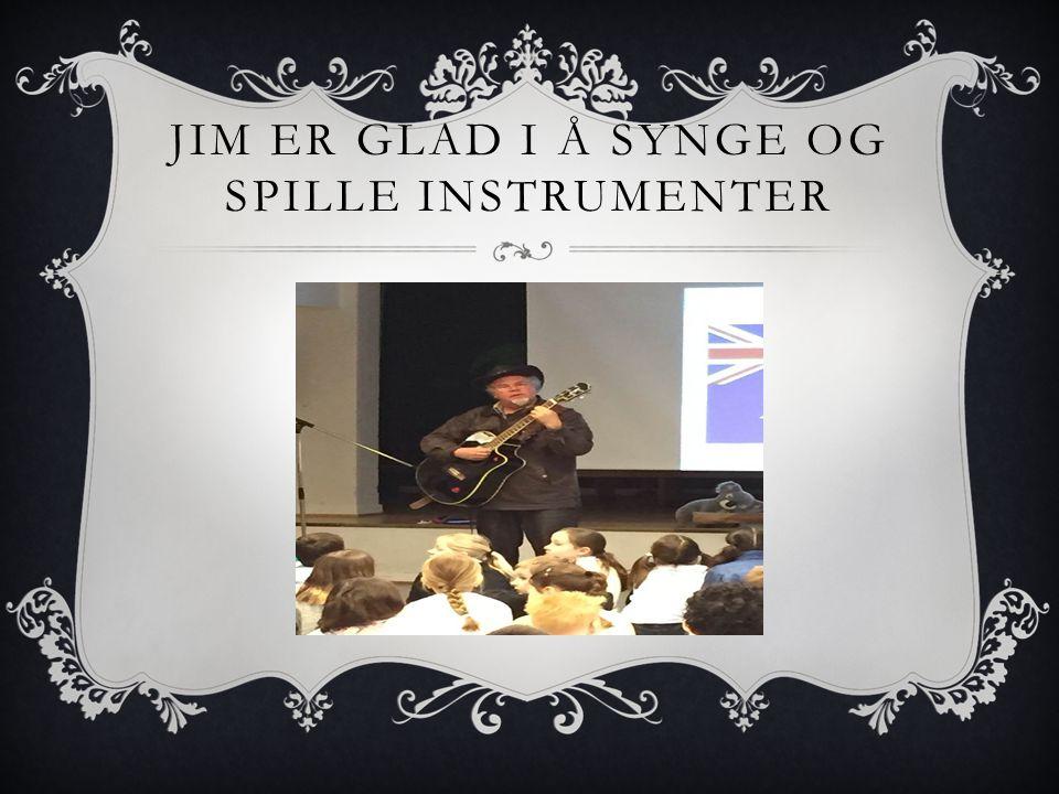 JIM ER GLAD I Å SYNGE OG SPILLE INSTRUMENTER