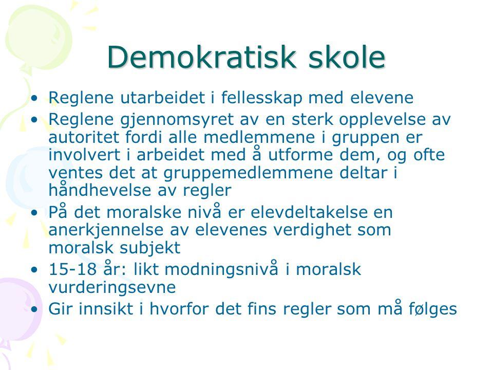 Demokratisk skole Reglene utarbeidet i fellesskap med elevene Reglene gjennomsyret av en sterk opplevelse av autoritet fordi alle medlemmene i gruppen