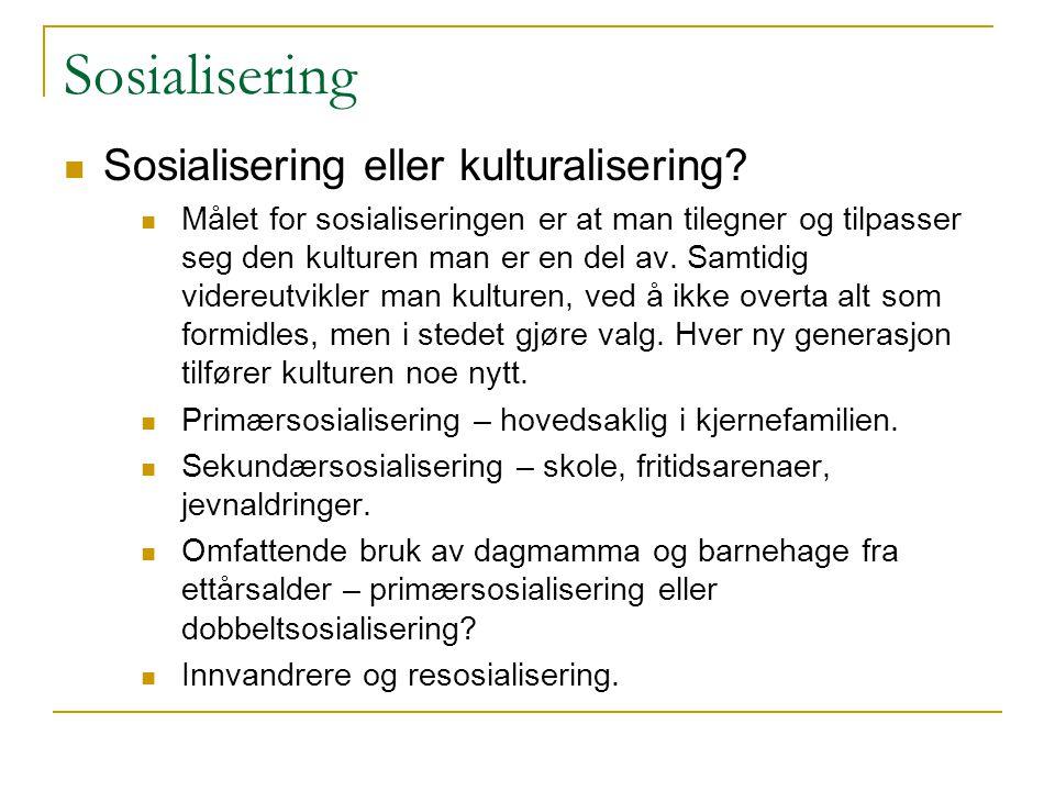 Sosialisering Sosialisering eller kulturalisering? Målet for sosialiseringen er at man tilegner og tilpasser seg den kulturen man er en del av. Samtid