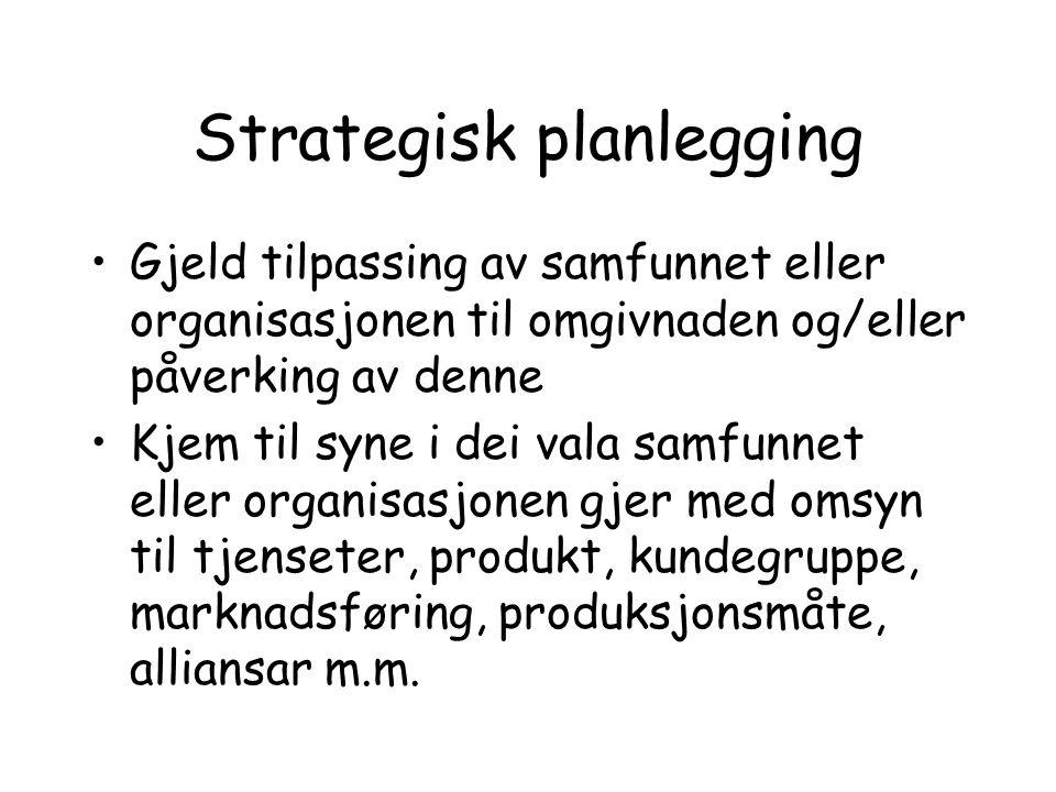 Strategisk planlegging Gjeld tilpassing av samfunnet eller organisasjonen til omgivnaden og/eller påverking av denne Kjem til syne i dei vala samfunne