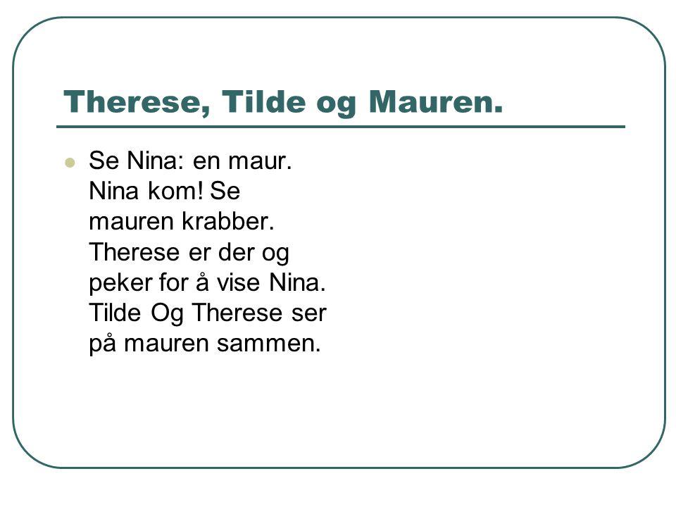Therese, Tilde og Mauren. Se Nina: en maur. Nina kom! Se mauren krabber. Therese er der og peker for å vise Nina. Tilde Og Therese ser på mauren samme