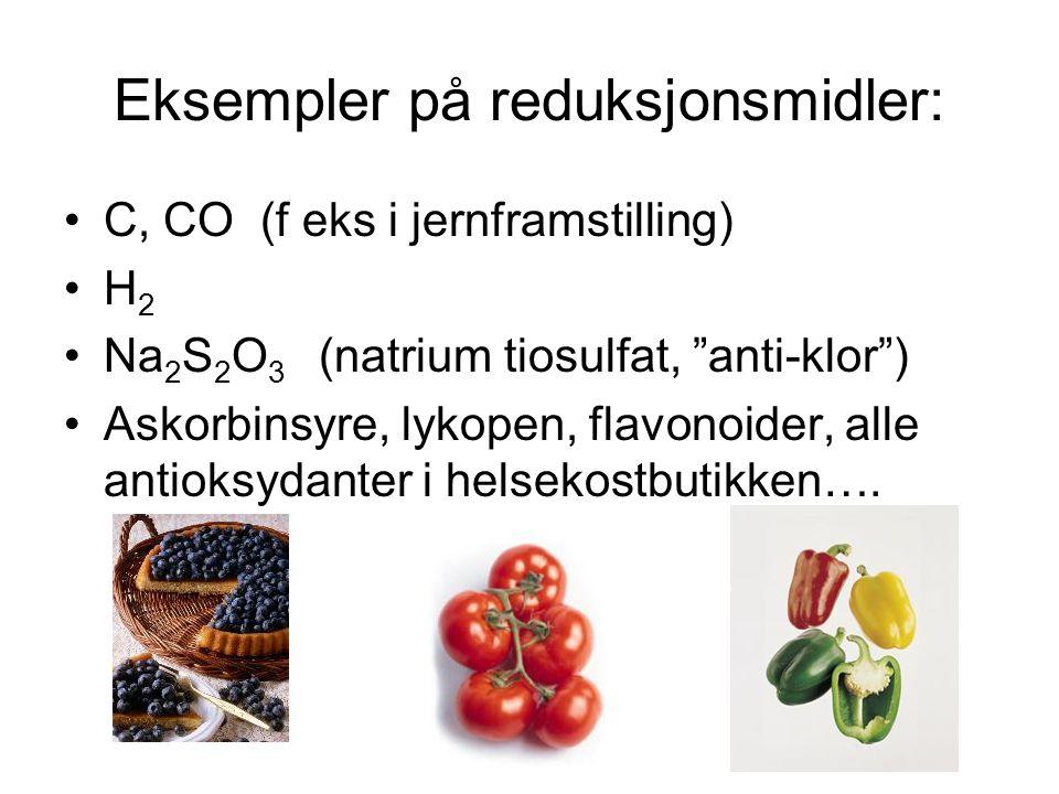Redoksreaksjoner kjennetegnes ved at elektroner overføres I en redoks-reaksjon vil oksydasjons-middelet trekke til seg elektroner fra stoffet som oksyderes Oksydasjonsmidler er stoffer som har en sterk tendens til å tiltrekke elektroner For grunnstoffer kalles denne tendensen grunnstoffets elektronegativitet.