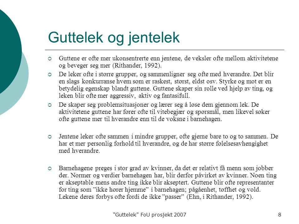 Guttelek FoU prosjekt 20078 Guttelek og jentelek  Guttene er ofte mer ukonsentrerte enn jentene, de veksler ofte mellom aktivitetene og beveger seg mer (Rithander, 1992).