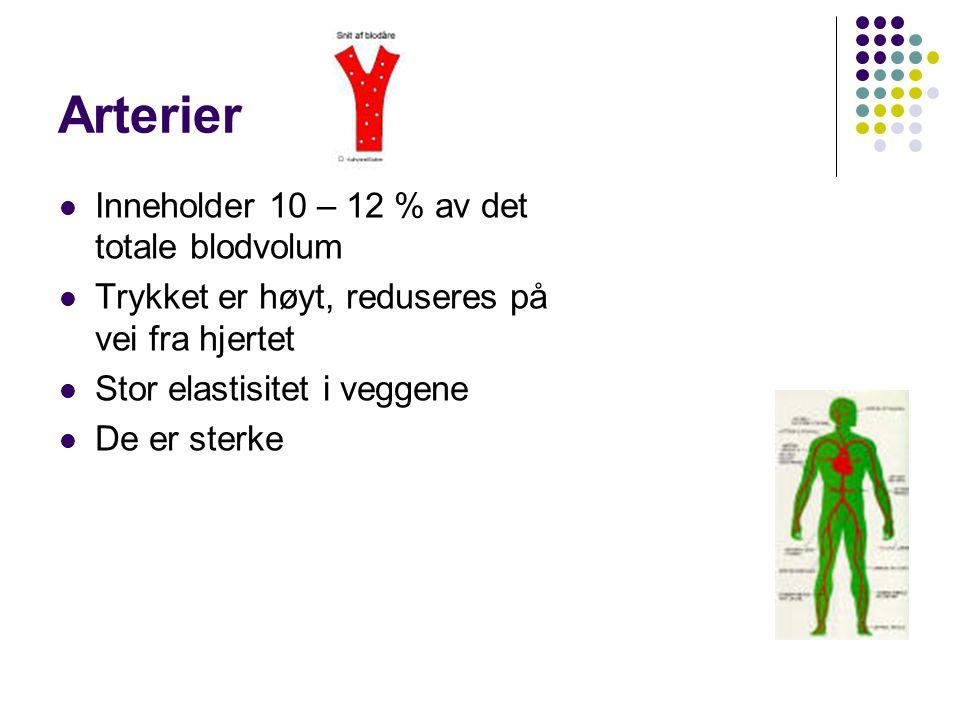 Arterier Inneholder 10 – 12 % av det totale blodvolum Trykket er høyt, reduseres på vei fra hjertet Stor elastisitet i veggene De er sterke