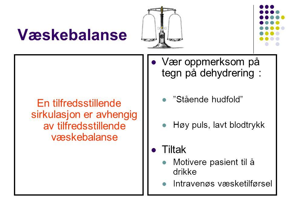 """Væskebalanse En tilfredsstillende sirkulasjon er avhengig av tilfredsstillende væskebalanse Vær oppmerksom på tegn på dehydrering : """"Stående hudfold"""""""