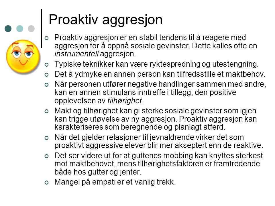 Proaktiv aggresjon Proaktiv aggresjon er en stabil tendens til å reagere med aggresjon for å oppnå sosiale gevinster. Dette kalles ofte en instrumente