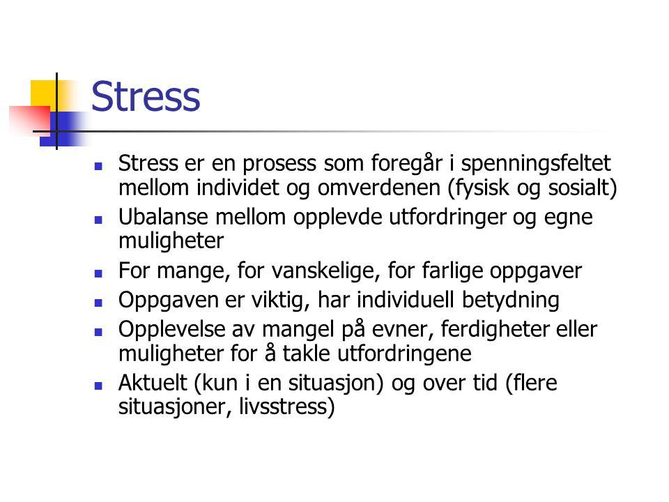 Stress Stress er en prosess som foregår i spenningsfeltet mellom individet og omverdenen (fysisk og sosialt) Ubalanse mellom opplevde utfordringer og