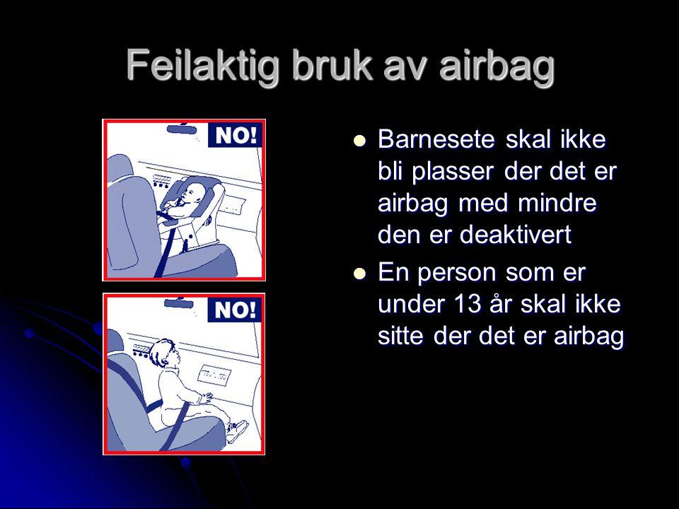 Feilaktig bruk av airbag Barnesete skal ikke bli plasser der det er airbag med mindre den er deaktivert Barnesete skal ikke bli plasser der det er airbag med mindre den er deaktivert En person som er under 13 år skal ikke sitte der det er airbag En person som er under 13 år skal ikke sitte der det er airbag