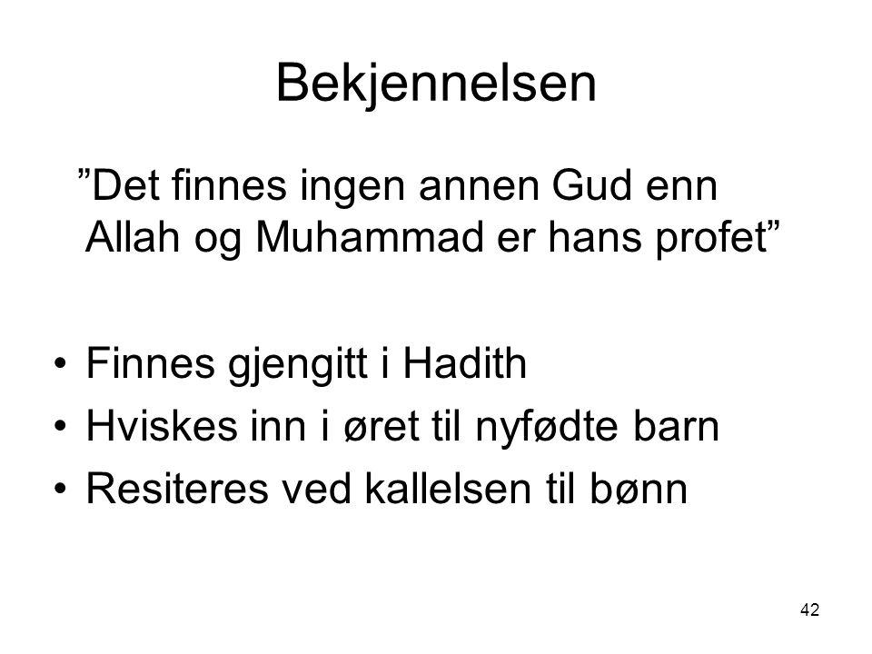 """42 Bekjennelsen """"Det finnes ingen annen Gud enn Allah og Muhammad er hans profet"""" Finnes gjengitt i Hadith Hviskes inn i øret til nyfødte barn Resiter"""