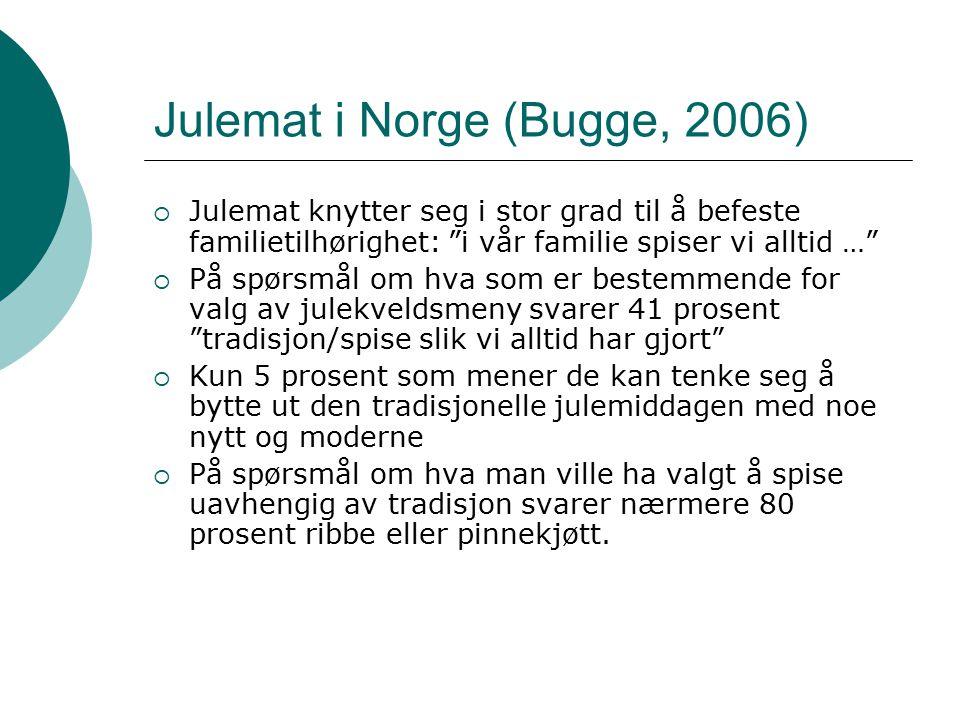 """Julemat i Norge (Bugge, 2006)  Julemat knytter seg i stor grad til å befeste familietilhørighet: """"i vår familie spiser vi alltid …""""  På spørsmål om"""