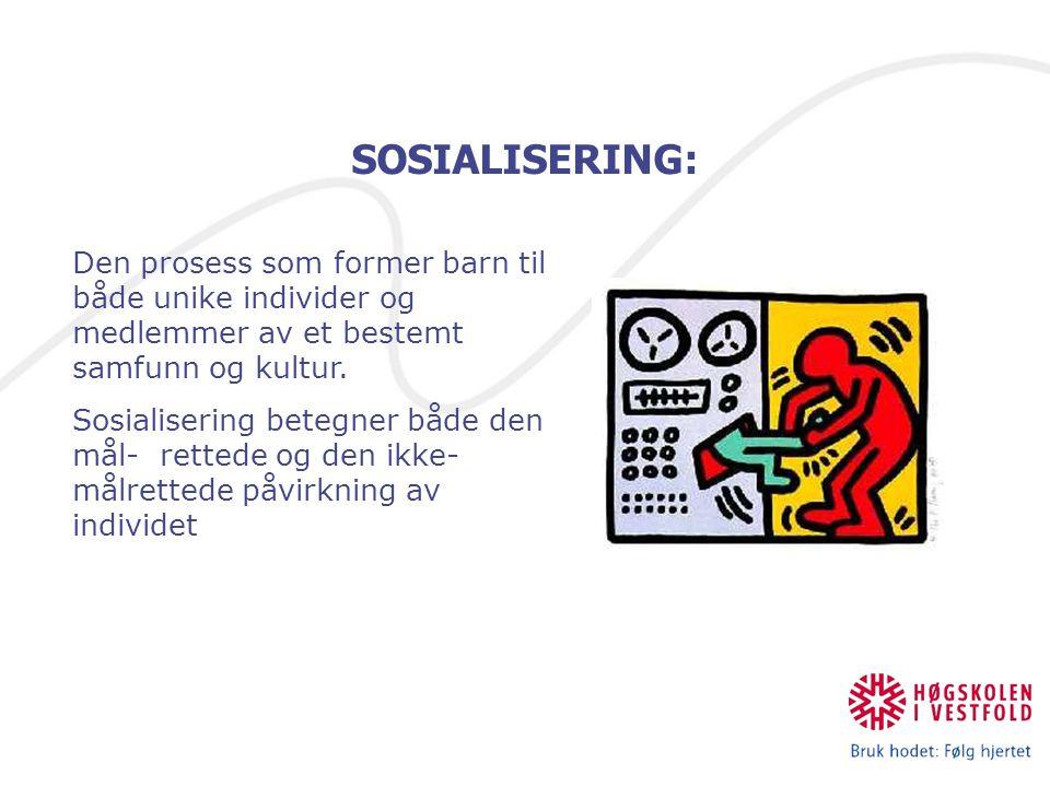 SOSIALISERING: Den prosess som former barn til både unike individer og medlemmer av et bestemt samfunn og kultur. Sosialisering betegner både den mål-