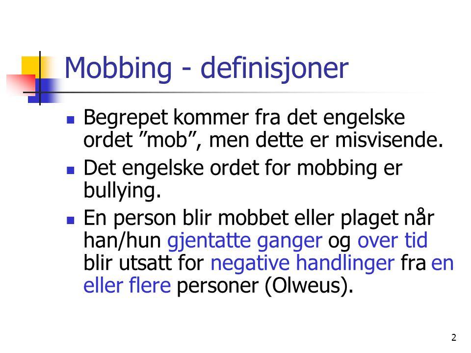"""2 Mobbing - definisjoner Begrepet kommer fra det engelske ordet """"mob"""", men dette er misvisende. Det engelske ordet for mobbing er bullying. En person"""