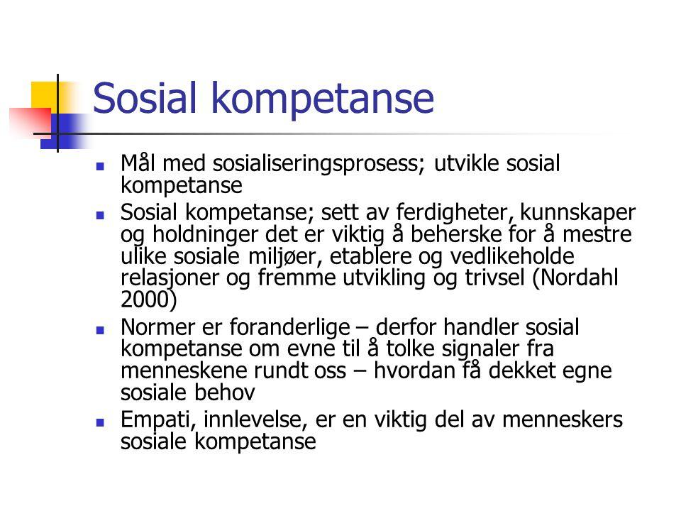 Sosial kompetanse Mål med sosialiseringsprosess; utvikle sosial kompetanse Sosial kompetanse; sett av ferdigheter, kunnskaper og holdninger det er vik