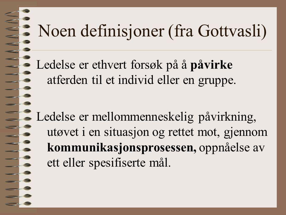 Noen definisjoner (fra Gottvasli) Ledelse er ethvert forsøk på å påvirke atferden til et individ eller en gruppe. Ledelse er mellommenneskelig påvirkn