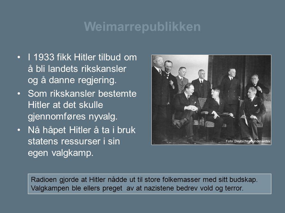 Weimarrepublikken I 1933 fikk Hitler tilbud om å bli landets rikskansler og å danne regjering. Som rikskansler bestemte Hitler at det skulle gjennomfø