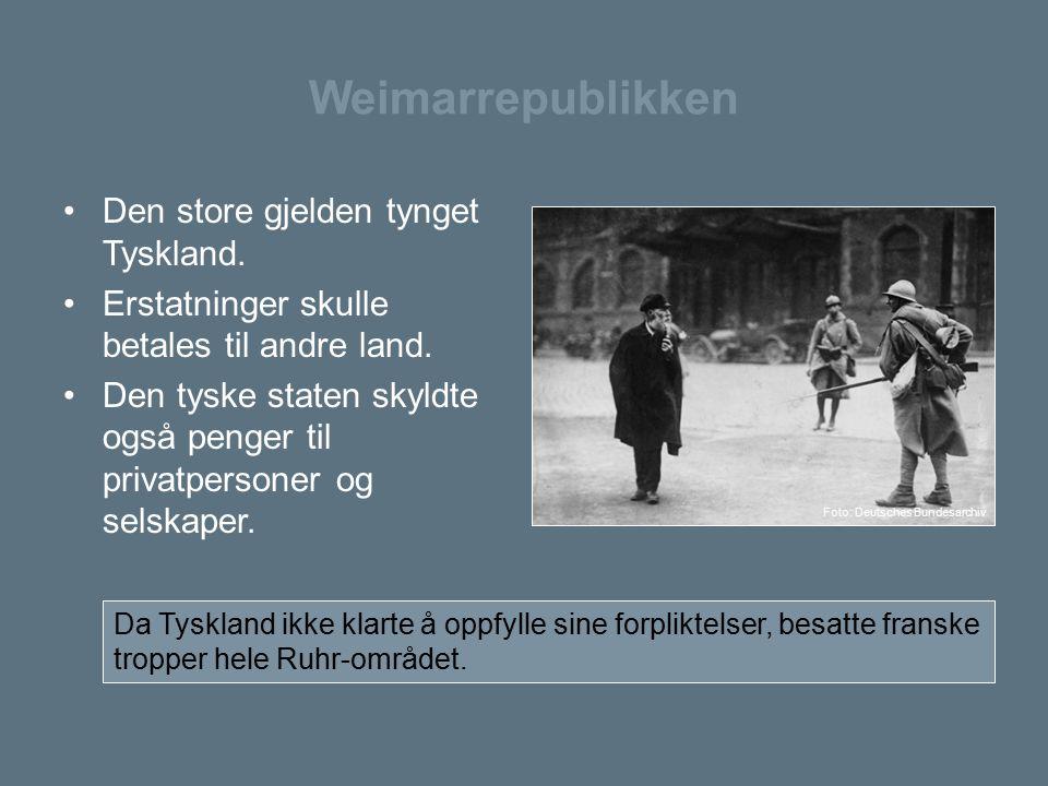 Weimarrepublikken Den store gjelden tynget Tyskland. Erstatninger skulle betales til andre land. Den tyske staten skyldte også penger til privatperson