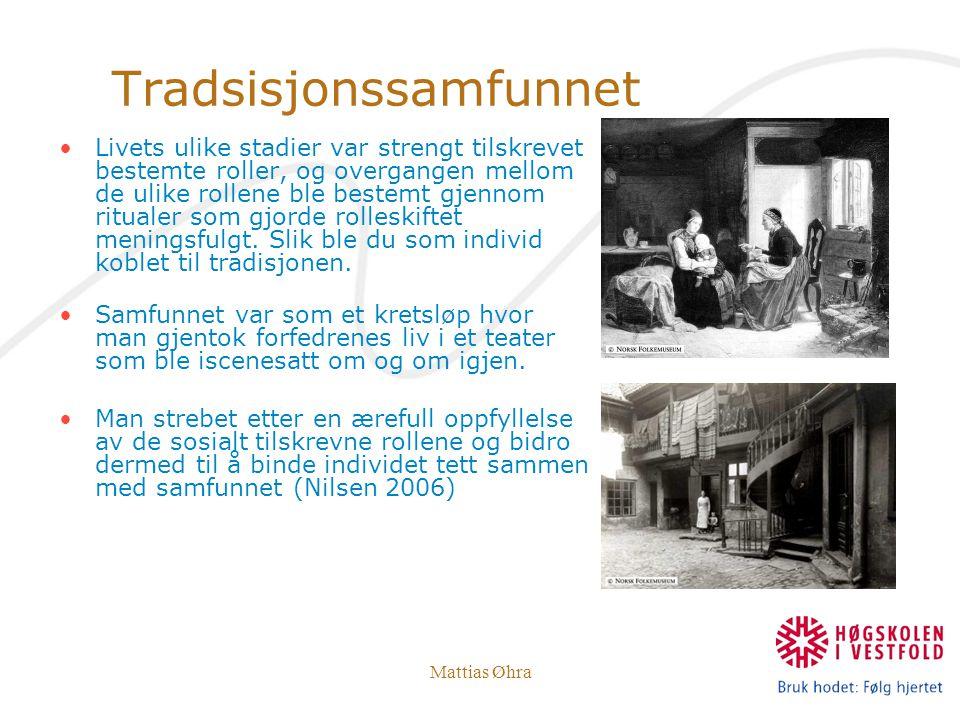 Mattias Øhra Tradsisjonssamfunnet Livets ulike stadier var strengt tilskrevet bestemte roller, og overgangen mellom de ulike rollene ble bestemt gjenn