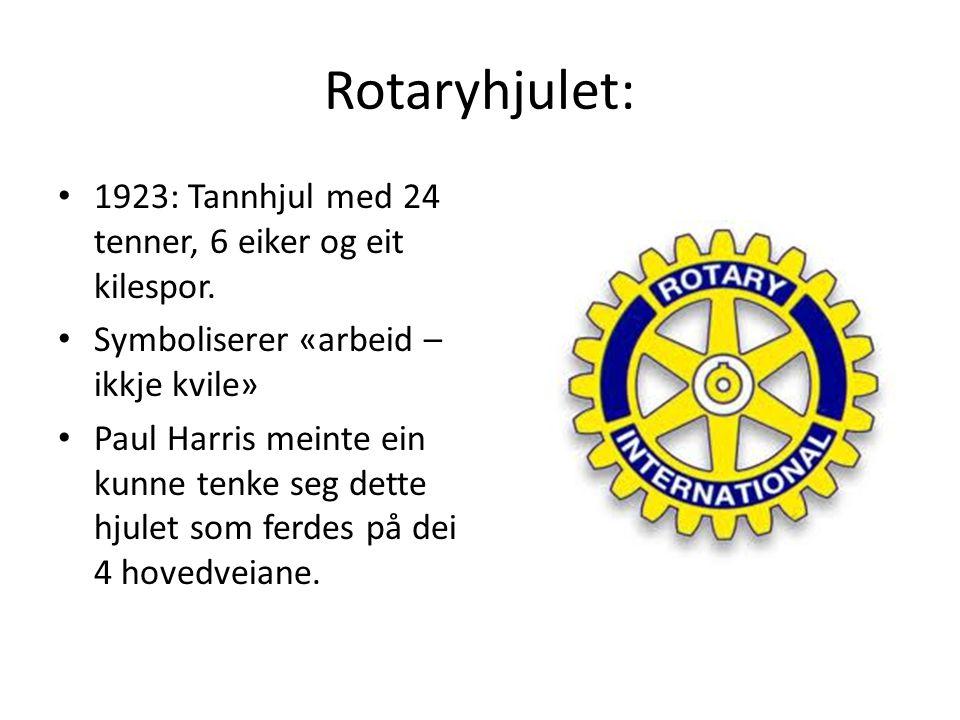 Rotaryhjulet: 1923: Tannhjul med 24 tenner, 6 eiker og eit kilespor. Symboliserer «arbeid – ikkje kvile» Paul Harris meinte ein kunne tenke seg dette