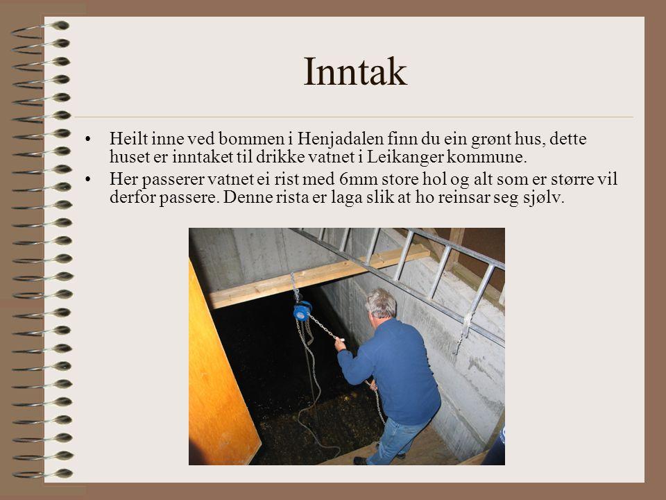 Inntak Heilt inne ved bommen i Henjadalen finn du ein grønt hus, dette huset er inntaket til drikke vatnet i Leikanger kommune.