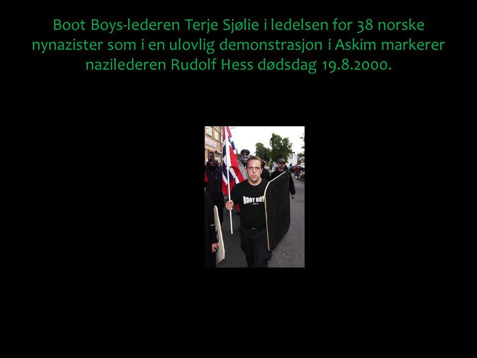Boot Boys-lederen Terje Sjølie i ledelsen for 38 norske nynazister som i en ulovlig demonstrasjon i Askim markerer nazilederen Rudolf Hess dødsdag 19.