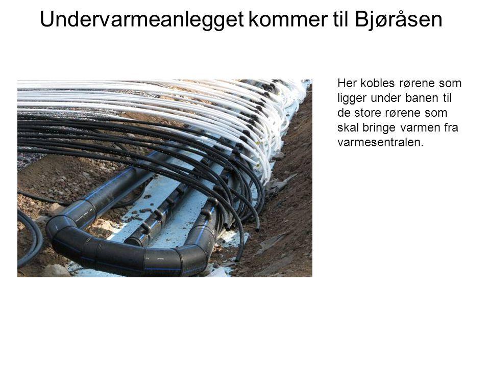Undervarmeanlegget kommer til Bjøråsen Her kobles rørene som ligger under banen til de store rørene som skal bringe varmen fra varmesentralen.