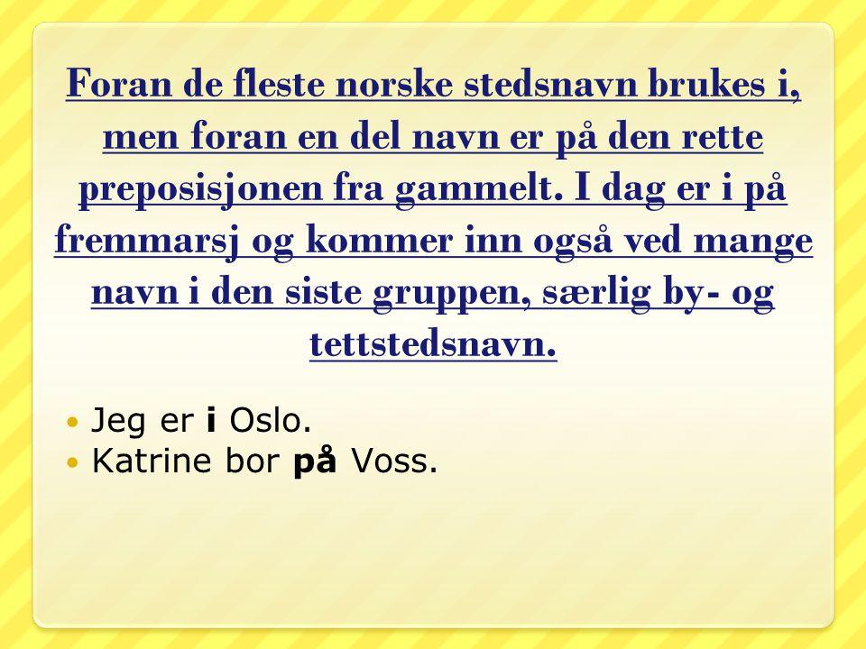 Foran de fleste norske stedsnavn brukes i, men foran en del navn er på den rette preposisjonen fra gammelt. I dag er i på fremmarsj og kommer inn også