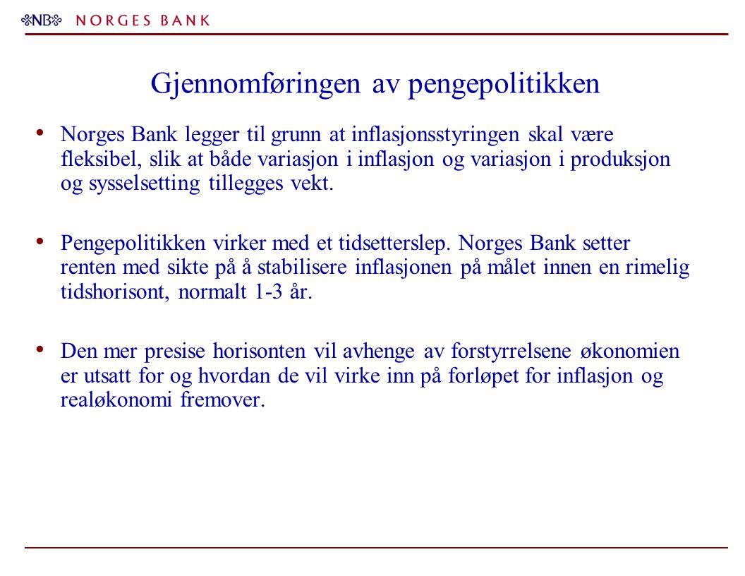 Gjennomføringen av pengepolitikken Norges Bank legger til grunn at inflasjonsstyringen skal være fleksibel, slik at både variasjon i inflasjon og variasjon i produksjon og sysselsetting tillegges vekt.
