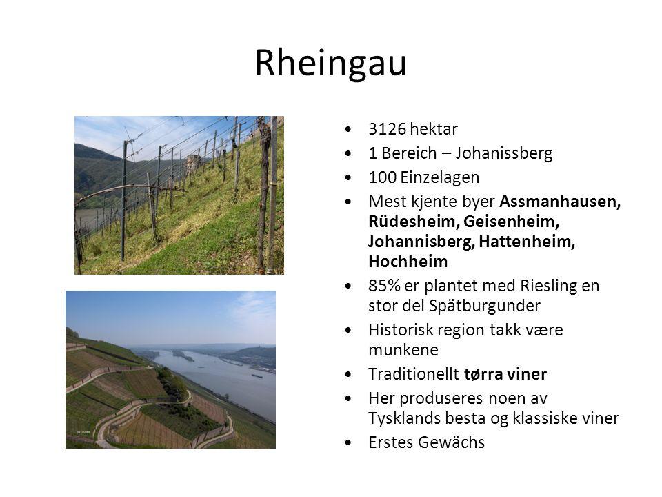 Rheingau 3126 hektar 1 Bereich – Johanissberg 100 Einzelagen Mest kjente byer Assmanhausen, Rüdesheim, Geisenheim, Johannisberg, Hattenheim, Hochheim 85% er plantet med Riesling en stor del Spätburgunder Historisk region takk være munkene Traditionellt tørra viner Her produseres noen av Tysklands besta og klassiske viner Erstes Gewächs