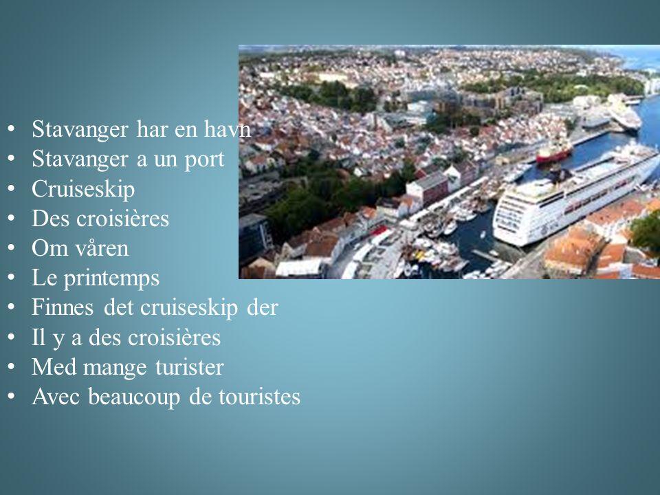 Stavanger har en havn Stavanger a un port Cruiseskip Des croisières Om våren Le printemps Finnes det cruiseskip der Il y a des croisières Med mange turister Avec beaucoup de touristes