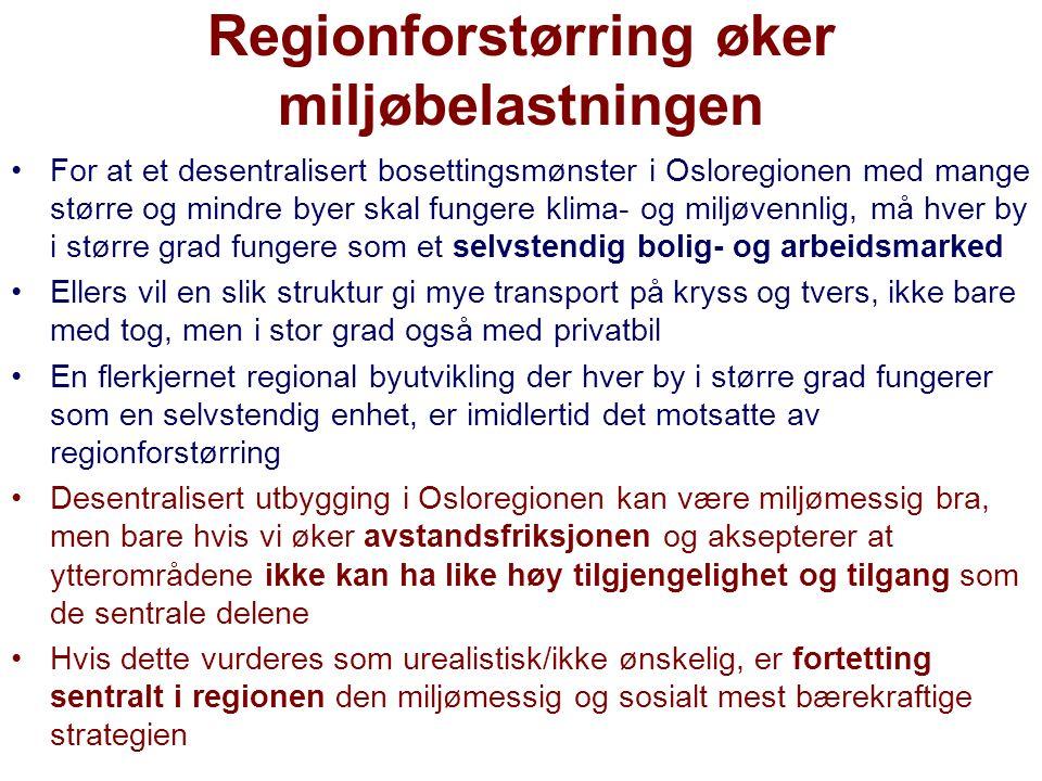 Regionforstørring øker miljøbelastningen For at et desentralisert bosettingsmønster i Osloregionen med mange større og mindre byer skal fungere klima- og miljøvennlig, må hver by i større grad fungere som et selvstendig bolig- og arbeidsmarked Ellers vil en slik struktur gi mye transport på kryss og tvers, ikke bare med tog, men i stor grad også med privatbil En flerkjernet regional byutvikling der hver by i større grad fungerer som en selvstendig enhet, er imidlertid det motsatte av regionforstørring Desentralisert utbygging i Osloregionen kan være miljømessig bra, men bare hvis vi øker avstandsfriksjonen og aksepterer at ytterområdene ikke kan ha like høy tilgjengelighet og tilgang som de sentrale delene Hvis dette vurderes som urealistisk/ikke ønskelig, er fortetting sentralt i regionen den miljømessig og sosialt mest bærekraftige strategien