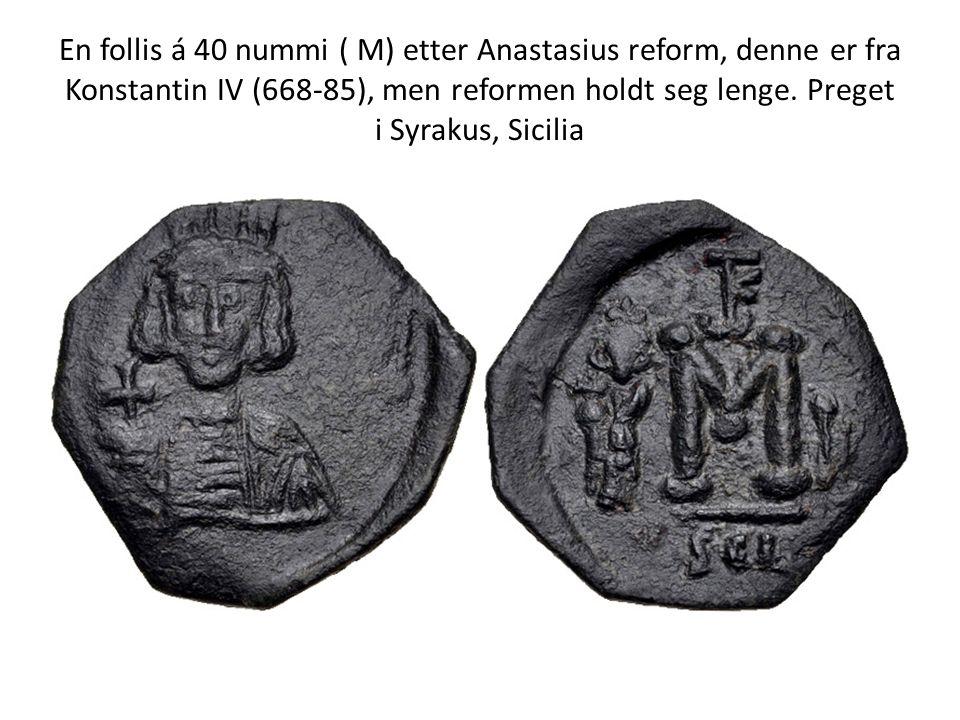 En follis á 40 nummi ( M) etter Anastasius reform, denne er fra Konstantin IV (668-85), men reformen holdt seg lenge. Preget i Syrakus, Sicilia