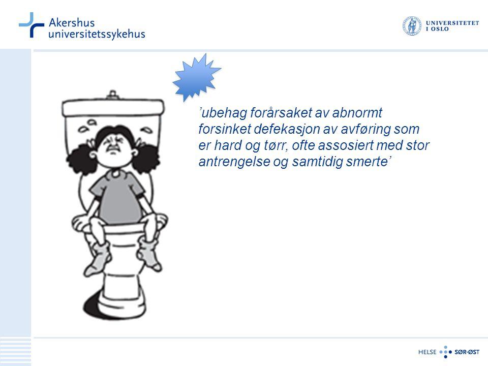 'ubehag forårsaket av abnormt forsinket defekasjon av avføring som er hard og tørr, ofte assosiert med stor antrengelse og samtidig smerte'