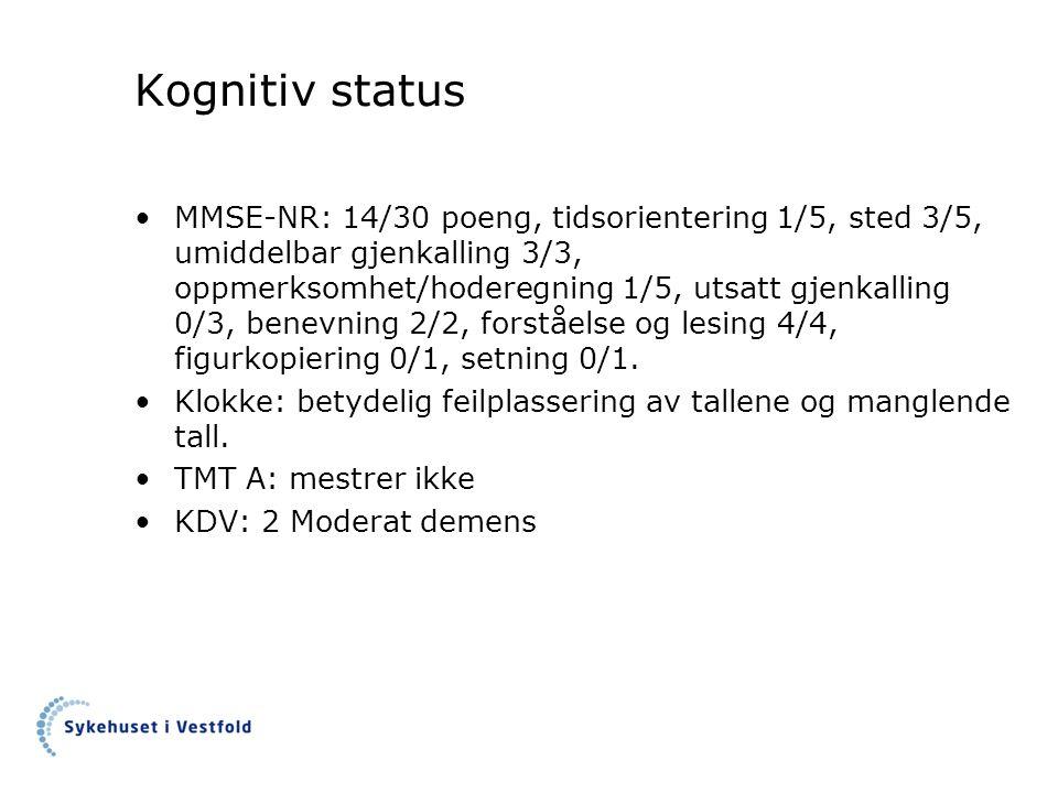 Kognitiv status MMSE-NR: 14/30 poeng, tidsorientering 1/5, sted 3/5, umiddelbar gjenkalling 3/3, oppmerksomhet/hoderegning 1/5, utsatt gjenkalling 0/3, benevning 2/2, forståelse og lesing 4/4, figurkopiering 0/1, setning 0/1.