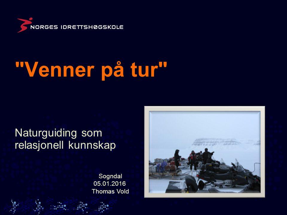 Avhandlingens tema Naturguiding på Svalbard I avhandlingen undersøkes naturguidingens innhold og hvordan guidete turer blir til gjennom samhandling mellom guider, turister og natur.
