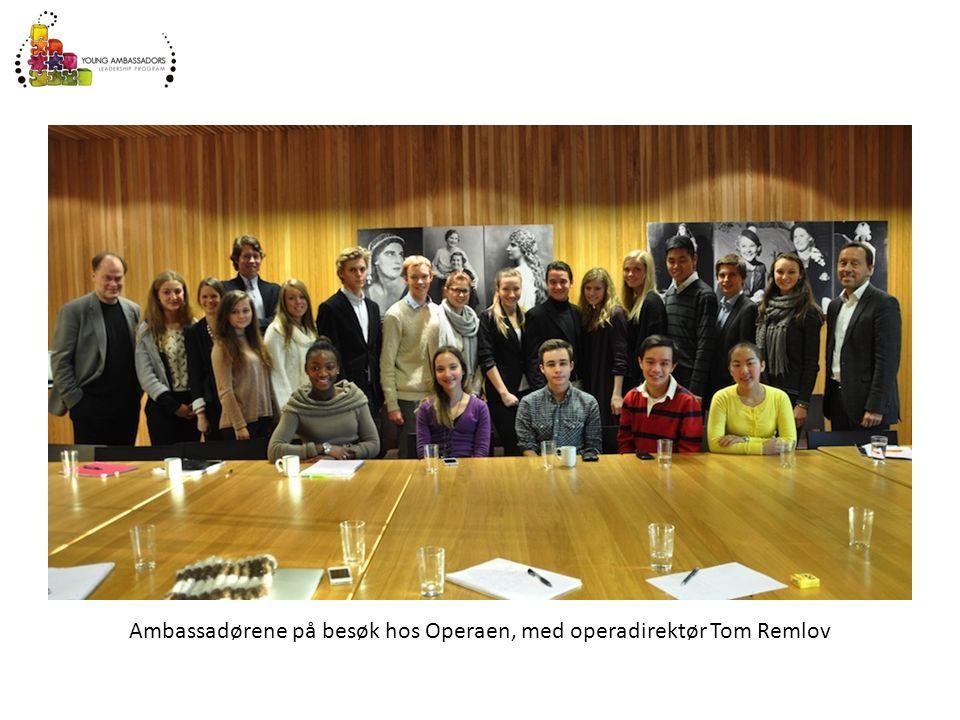 Ambassadørene på besøk hos Operaen, med operadirektør Tom Remlov
