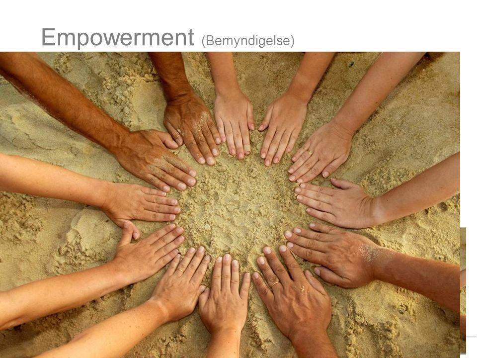 Empowerment (Bemyndigelse) Hva innebærer dette begrepet? Prosessen som setter mennesker i stand til å øke kontrollen over og bedre egen helse (jfr Sen